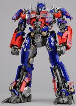 Dotm-optimusprime-toy-dmk-1