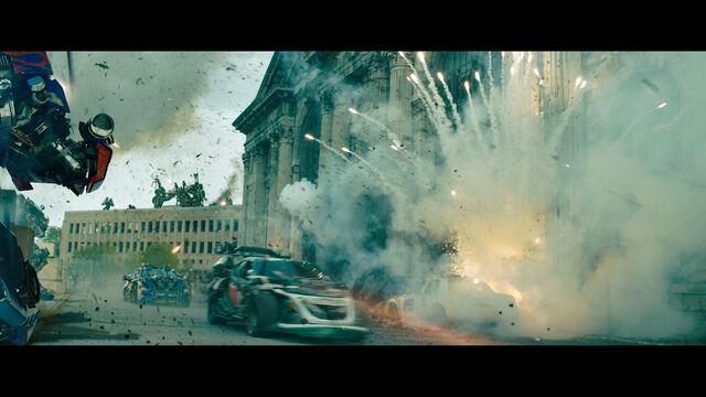 File:Dotm-wreckers-film-chicago-optimusprime.jpg