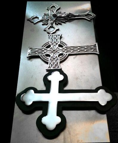 File:Crosses.jpg