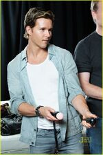 Ryan-kwanten-playstation-move-07