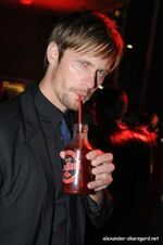 True-Blood-alexander-skarsgard-3571208-266-400