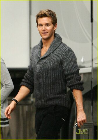 File:Ryan-kwanten-gq-magazine-06.jpg