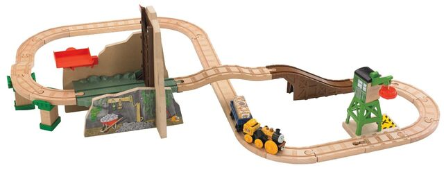 File:WoodenRailwayTreasureAtTheMineFigure8Set.jpg