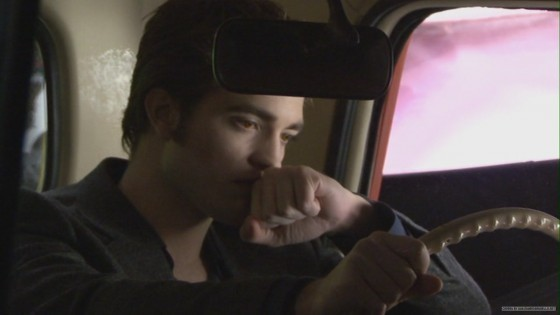 File:Screencaps-of-Robert-Pattinson-From-the-New-Moon-DVD-Extras-twilight-series-11023971-560-315.jpg