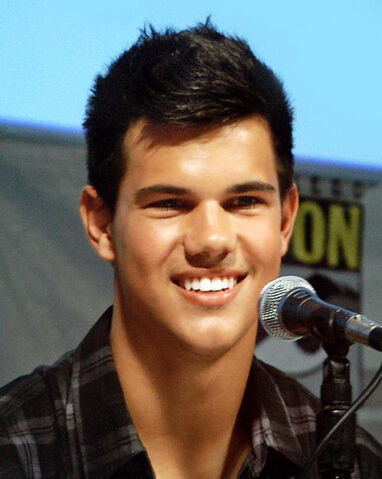 File:Taylor Lautner at the 2009 San Diego Comic Con.jpg