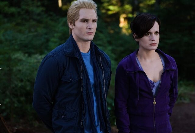 File:-Eclipse-DVD-Stills-HQ-esme-and-carlisle-cullen-17413494-1110-756.jpg