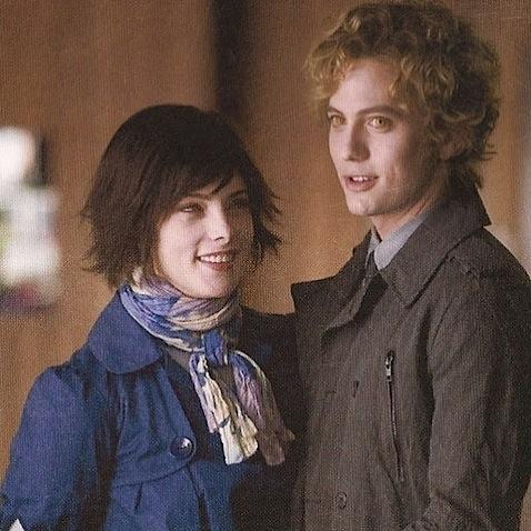 File:Alice Cullen & Jasper Hale.jpg