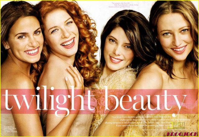 File:Twilight-beauties-04.jpg