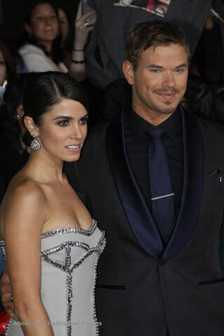 File:Nikki-Reed-Kellan-Lutz-breaking-dawn2-premiere2.jpg