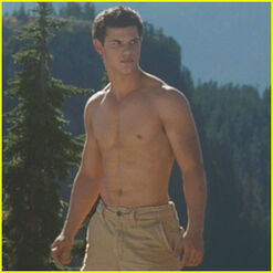 Taylor-lautner-shirtless-eclipse-trailer