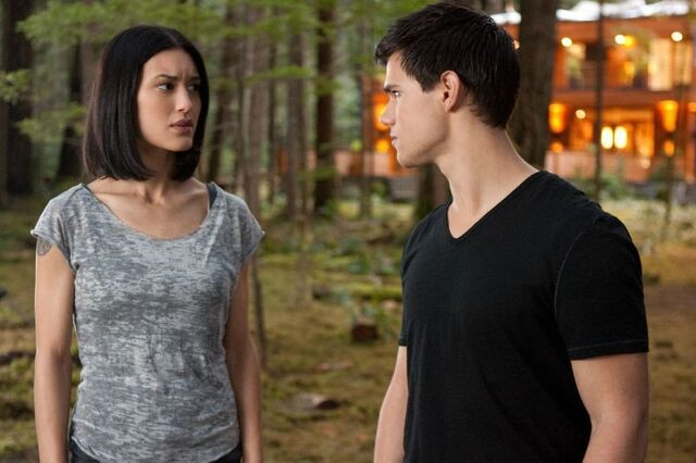File:New-breaking-dawn-pic-jacob-black-25313726-800-533.jpg