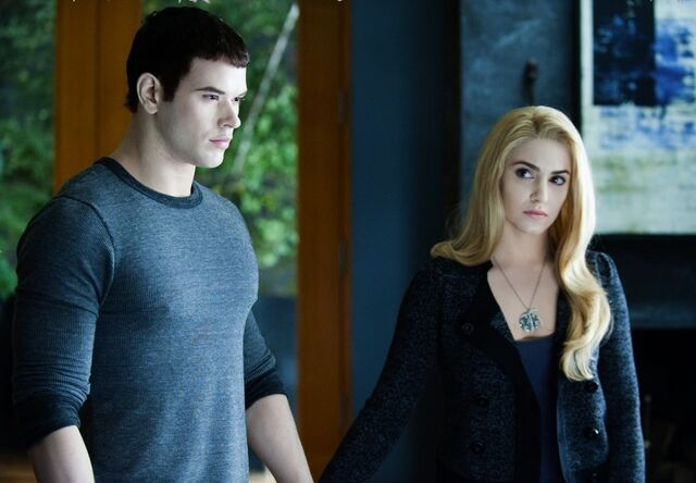 File:-Eclipse-DVD-Stills-HQ-emmett-and-rosalie-17413472-1102-764.jpg