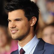 157236 taylor-lautner-still-amazed-at-breaking-dawn-premiere-e1322503995719