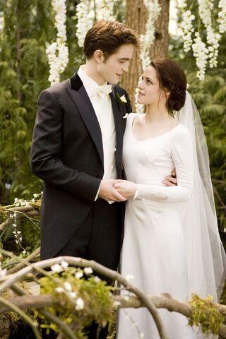 File:Bella Edward together forever!.jpg