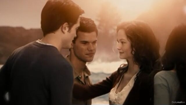File:Edward-jacob-renesmee-bella.jpg