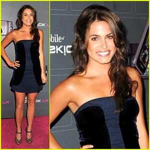 File:Nikki-reed-t-mobile-terrific.jpg