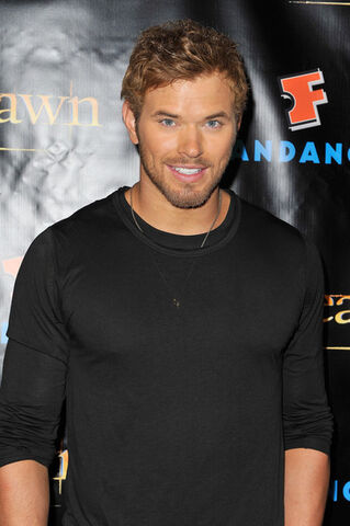 File:SDCC Fan Kellan 1.jpg