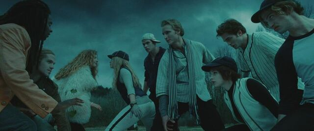 File:The Cullens protecting Bella against James's coven.jpg