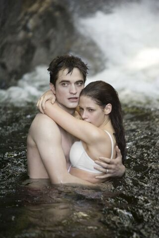 File:Robert-Pattinson-Kristen-Stewart-Twilight-Saga-Breaking-Dawn-Part-1-image-4.jpeg