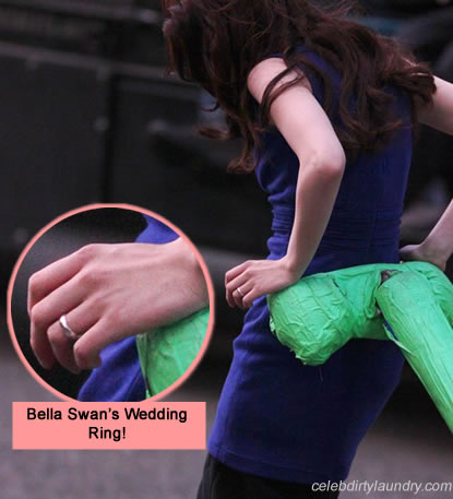 File:Bella swan breaking dawn wedding ring photo.jpg