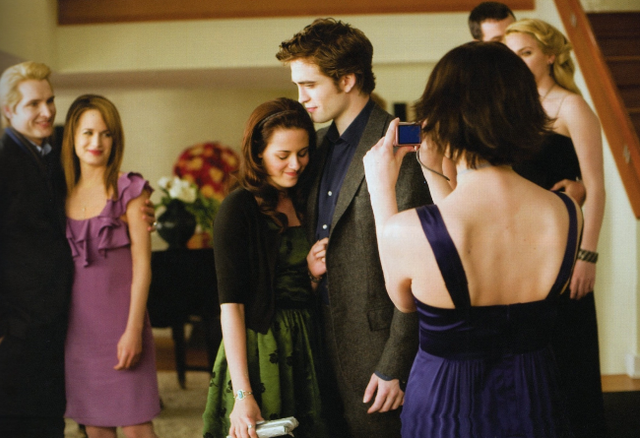File:Alice at Bella's birthday party.png
