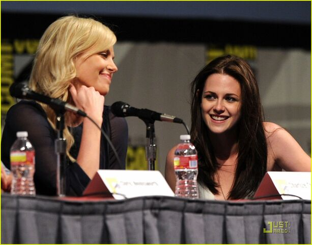 File:Kristen-stewart-snow-white-sdcc-02.jpg