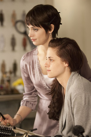 File:Bella and Alice.jpg