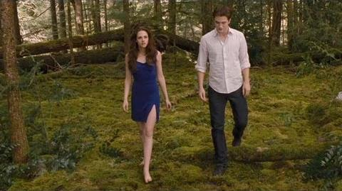 "Twilight Breaking Dawn Part 2 Clip ""Keep your distance"""