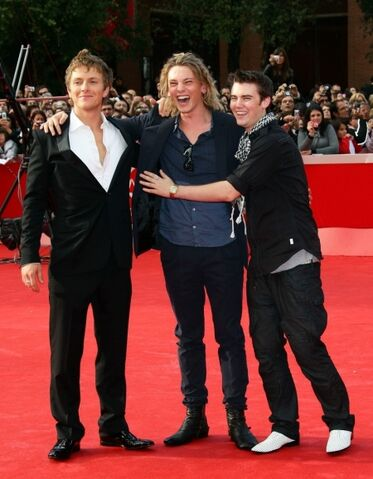 File:Charlie-brewley-jamie-campbell-bower-cameron-bright-riff.jpg