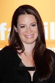 Holly-Marie-Combs-holly-marie-combs-17148521-1708-2560