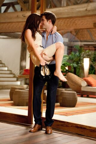 File:Edward-bella-honeymoon-breaking-dawn-part-1.jpg