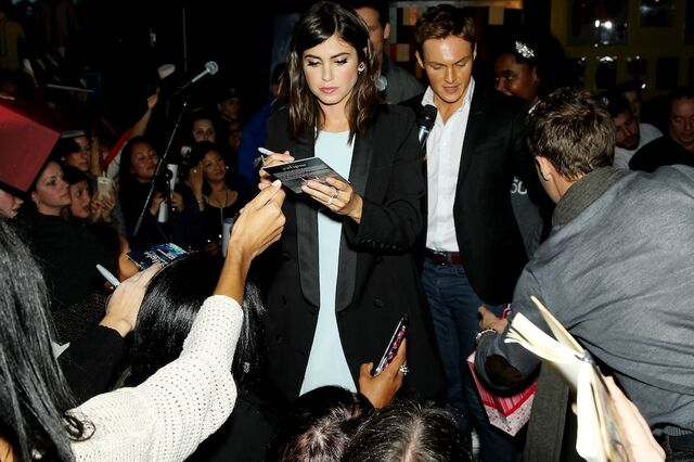 File:Nikki Reed signs autographs for fans.JPG