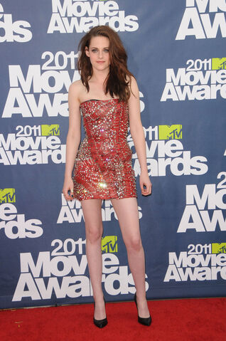 File:Kristen-stewart-2011-MTV-Movie-Awards-06062011-35.jpg