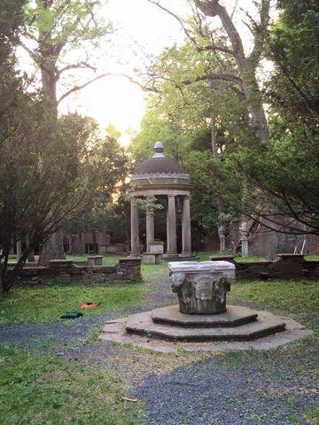 File:Groundskeeper-burial.jpg