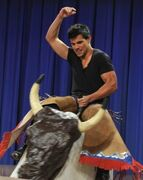 Taylor-Lautner-Jimmy-Fallon-September-2011-3-238x300