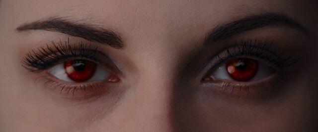 File:Bella-vampire-eyes.jpg