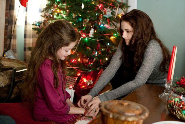 File:Renesmee-and-Bella.jpg
