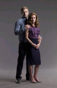 File:194px-Carlisle and Esme 'Aww'.png