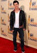 Taylor lautner mtv movie awards 09 14