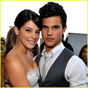 File:Ashley-greene-taylor-lautner-dressed.jpg