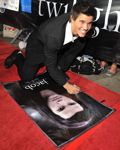 File:Taylor lautner jacob black 12.jpg