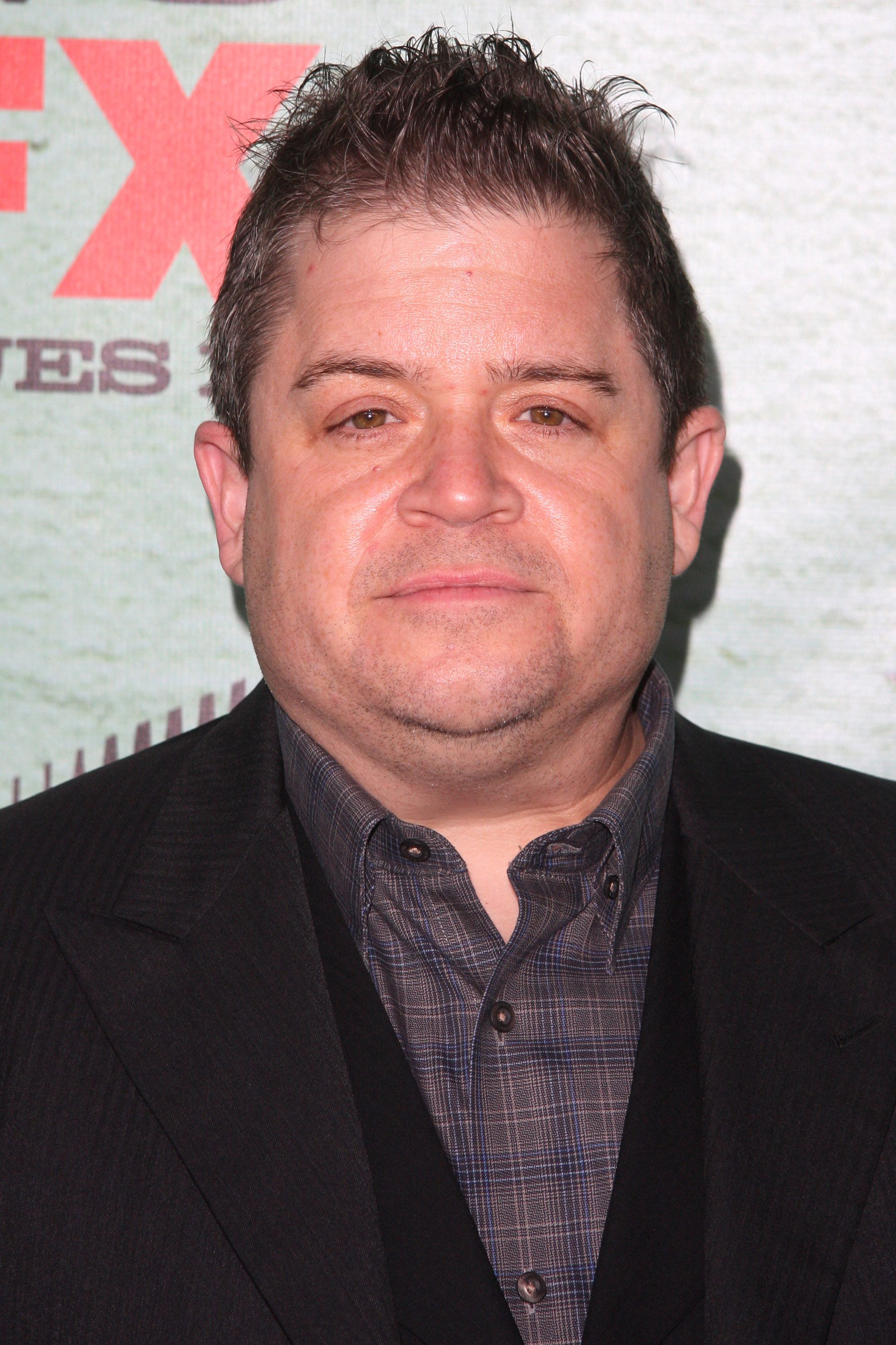 The 48-year old son of father Larry J. Oswalt and mother Carla Oswalt, 170 cm tall Patton Oswalt in 2017 photo