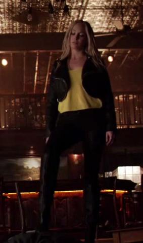 File:Caroline clothes 6x16...png