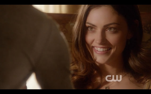 File:1x22-Hayley smiles.png