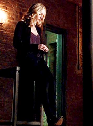 File:Caroline clothes 5x21-.png