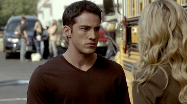 File:Tyler-Caroline 2x8.png