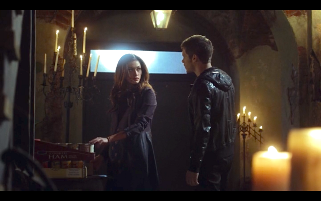 File:1x11-Hayley shows her vulnerability to Klaus.png