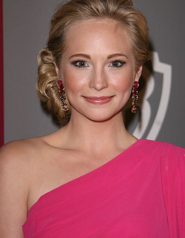 File:Candice-accola-and-tadashi-shoji-spring-2011-one-shoulder-silk-chiffon-gown-with-flutter-sleeve-gallery.png