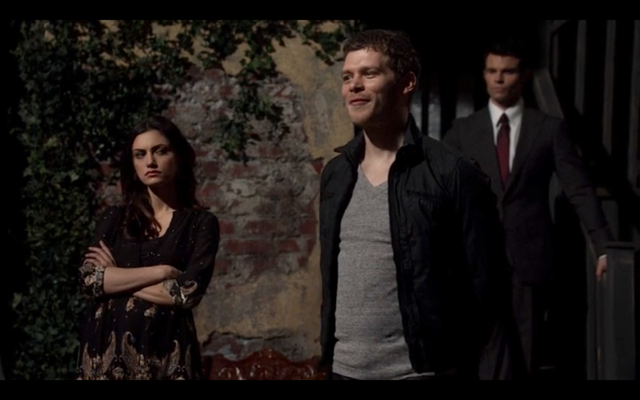 File:1x21-Hayley rolls her eyes at Klaus.png