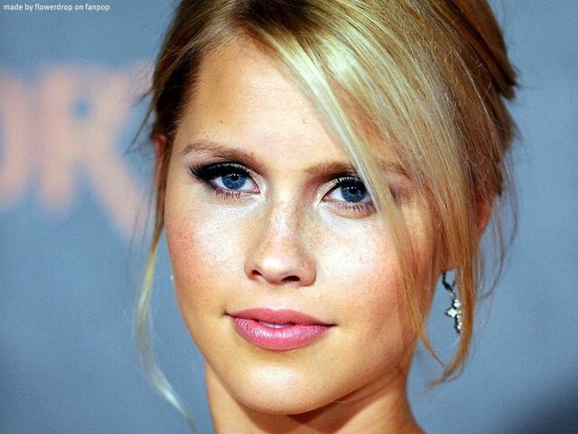File:Claire holt wallpaper 2-1024x768.jpg